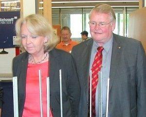 SPD-Landtagskandidat Reinhard Jung (2. v. r.) und Bernd Banschkus beim Besuch von Ministerpräsidentin Hannelore Kraft im CJD Eichhagen. Foto: Roland Vossel