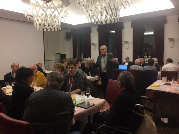 Mitglieder im SPD-Kreisverband Olpe diskutieren