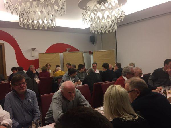Mitglieder im SPD-Kreisverband diskutieren