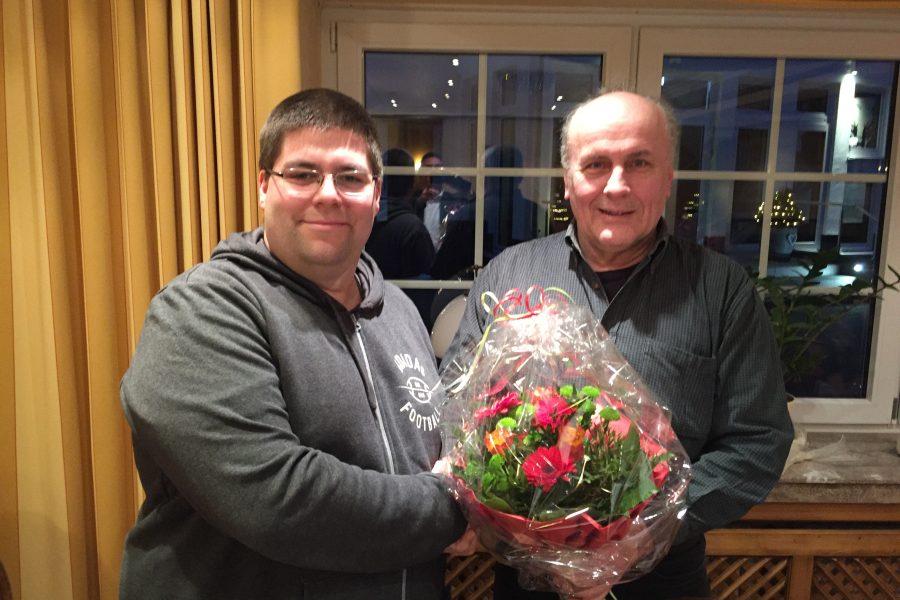 Robert Kirchner-Quehl gratuliert Jan Wichterich, dem neu gewählten Juso-Vorsitzenden